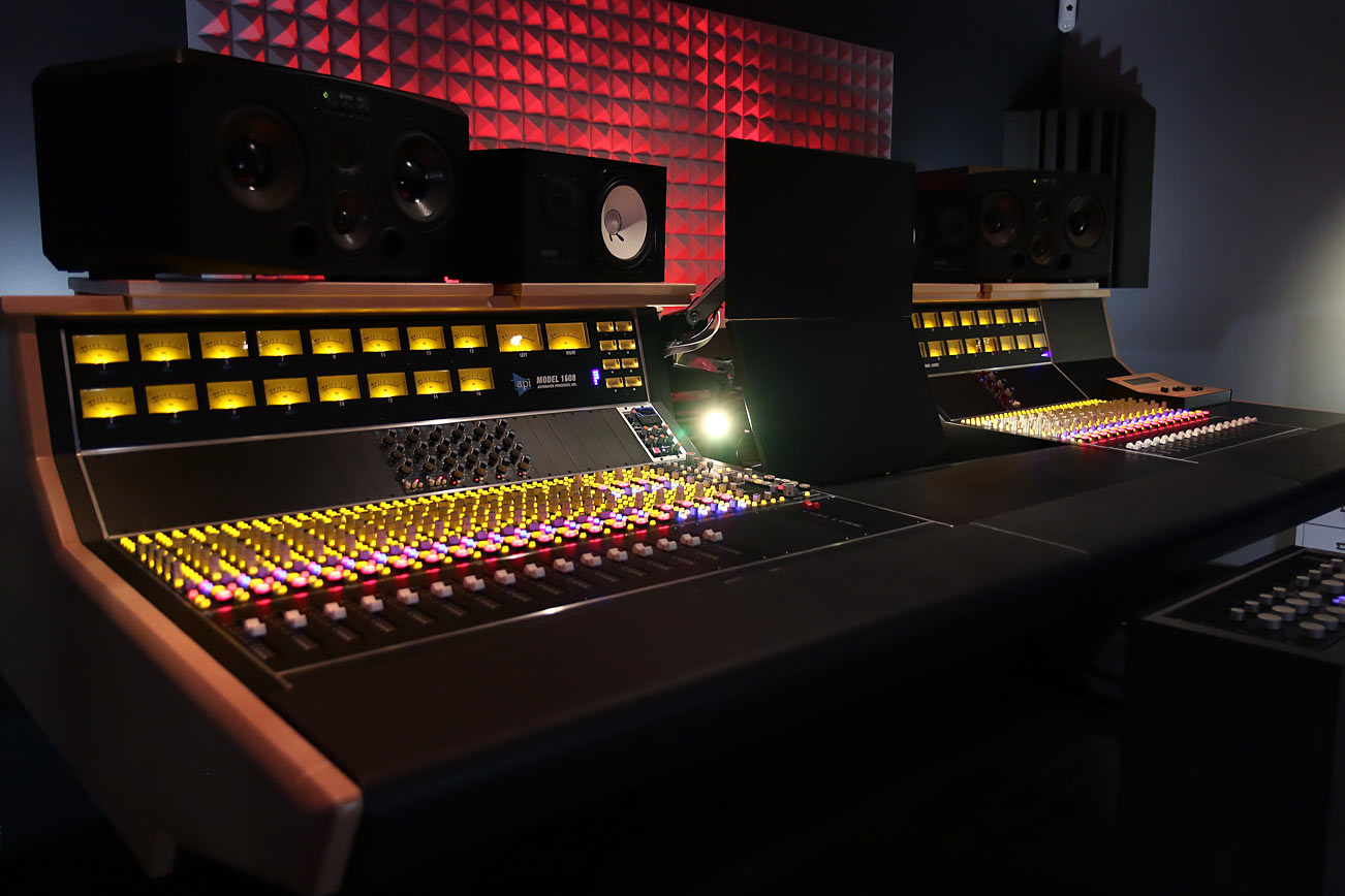 The 32 Channel API 1608 Console At Sodasound Paris France More Info Word From Street Profile Studios